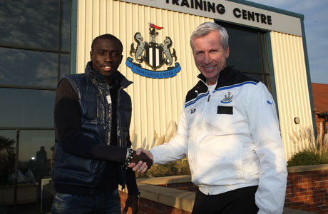 Demba Cisse shaking hands with Alan Pardew
